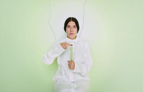 Marina Abramović: la distruzione degli assiomi dell'arte